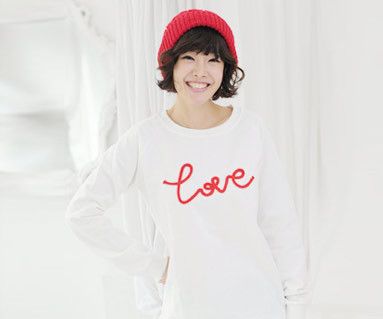 Brushed chain embroidery Man to man long sleeve / mom / 11D05