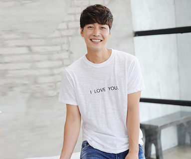 Love Yu embroidery round men's short T-shirts_14B24