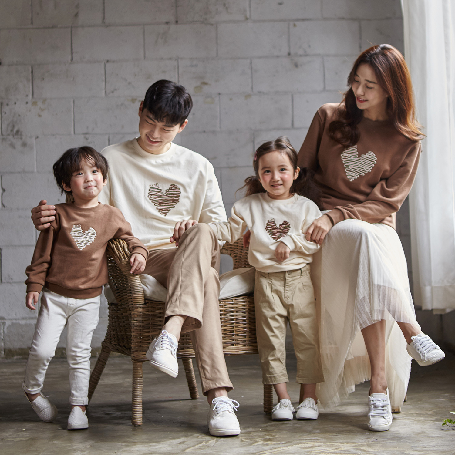 """<font color=""""ffffff"""">[Family Long Sleeve Tee & Family Look]<br></font> family Chocolate Heart Man to man 20C04<font color=""""red""""><b> </b></font>"""